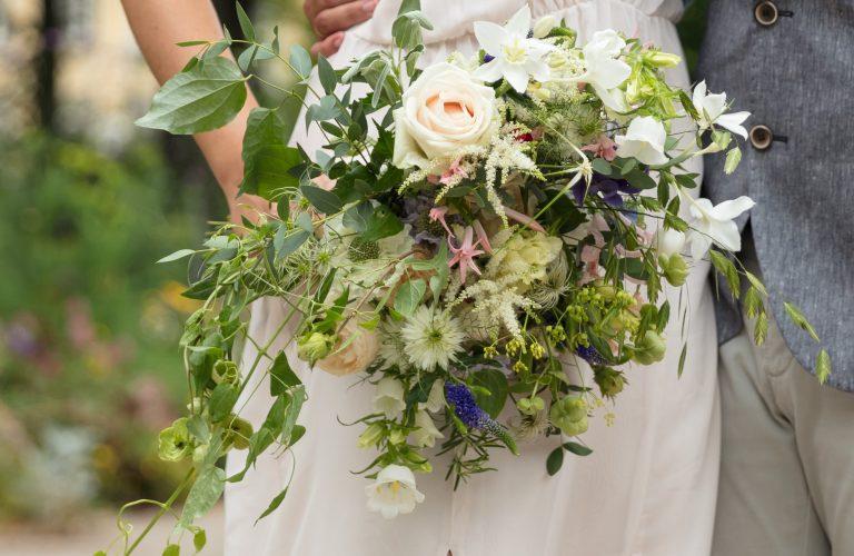 Luftiger Brautstrauß